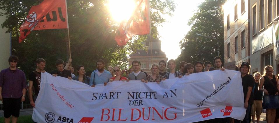 Demonstration gegen schlechte Studienbedingungen und Personalabbau!